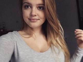 Webcam model BlondieHott from XLoveCam