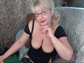 Webcam model HotSquirtyLady from XLoveCam