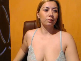 Webcam model Izzye from XLoveCam