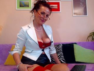 Webcam model KittyBeau from XLoveCam