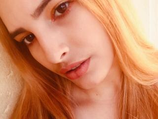 Webcam model ScarletCoquine from XLoveCam
