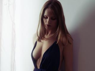 Webcam model TinaRebellious from XLoveCam